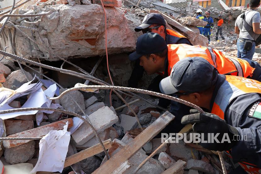 Sebanyak 21 Siswa Tertimpa Bangunan saat Gempa Meksiko