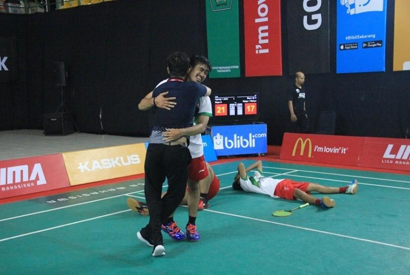 Tim putra Universitas Ahmad Dahlan (UAD) berhasil menaklukkan runner-up musim lalu, Universitas Islam Indonesia (UII), dalam laga semifinal LIMA Badminton di Yogyakarta, Sabtu (14/4).