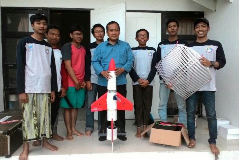 Tim Roket Fisika Universitas Negeri Malang (UM).