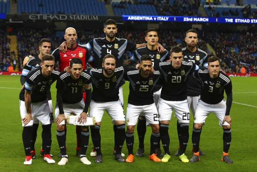 Timnas Argentina berpose sebelum laga persahabatan lawan Italia di Stadion Etihad, Inggris, Sabtu (24/3) dini hari WIB.