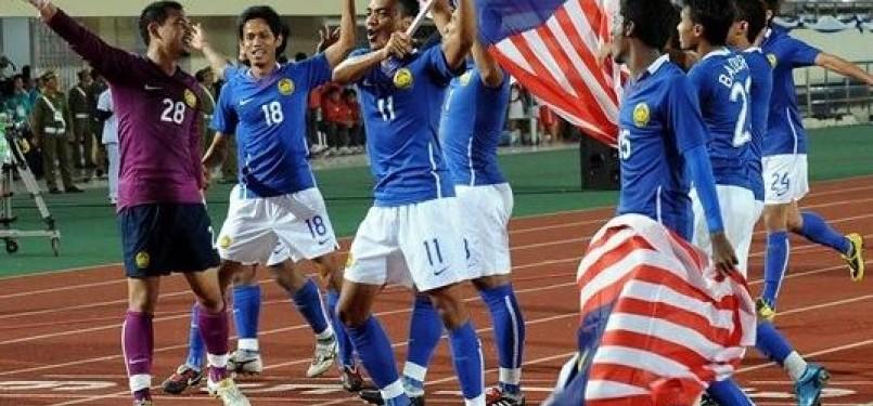Timnas U23 Malaysia melakukan selebrasi usai meraih medali emas SEA Games 2009 Laos.