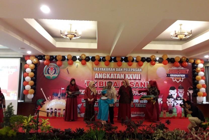 TK Bina Insani Bogor menggelar tasyakuran dan pelepasan siswa angkatan XXVII tahun pelajaran 2016/2017.