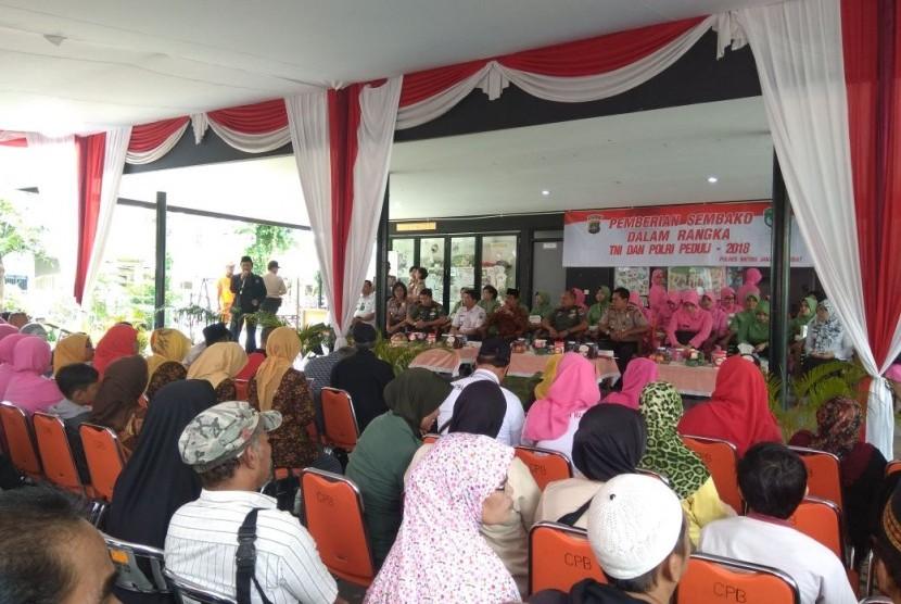 TNI-Polri dengan warga Jakarta Pusat.