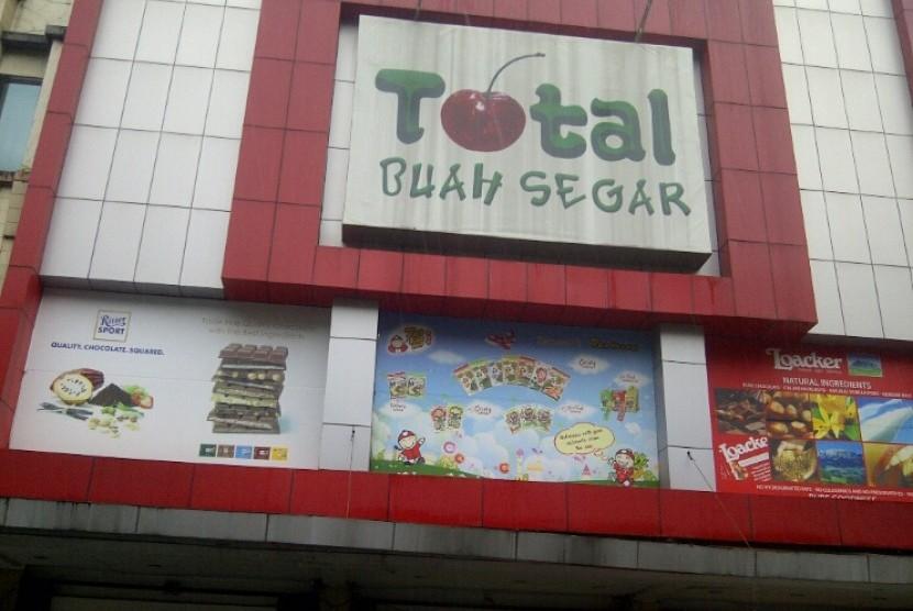 Makanan Kemasan Berlabel Halal Palsu Ditemukan di Toko Buah Total