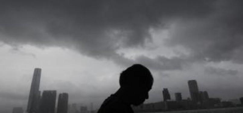 Topan Nesat bergerak menuju Cina daratan