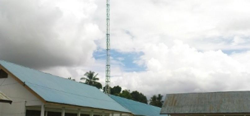 Tower internet di kompleks sekolah (ilustrasi)