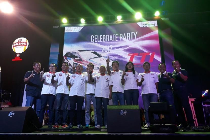 Toyota Team Indonesia (TTI) saat menggelar perayaan.