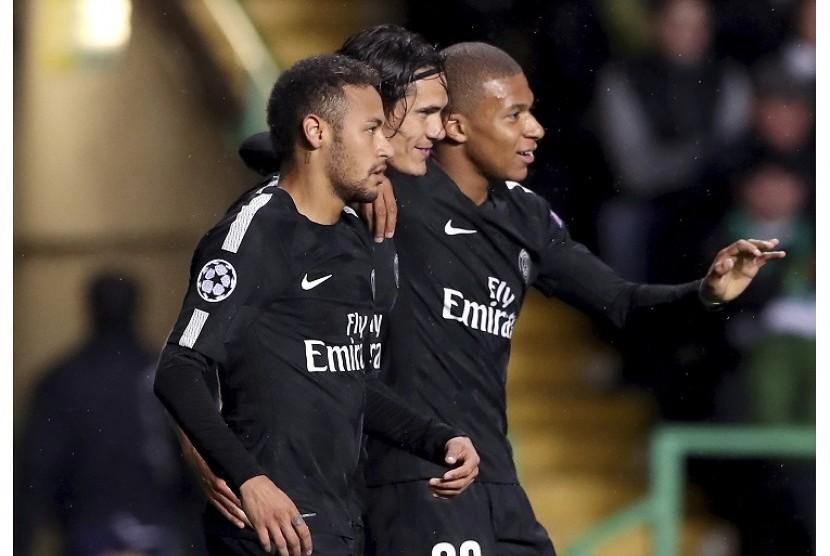 Trio penyerang Paris Saint-Germain: (dari kiri) Neymar, Edinson Cavani, dan Kylian Mbappe.