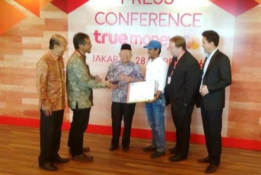 TrueMoney Witami meraih sertifikat syariah dari Dewan Syariah Nasional Majelis Ulama Indonesia (DSN MUI).