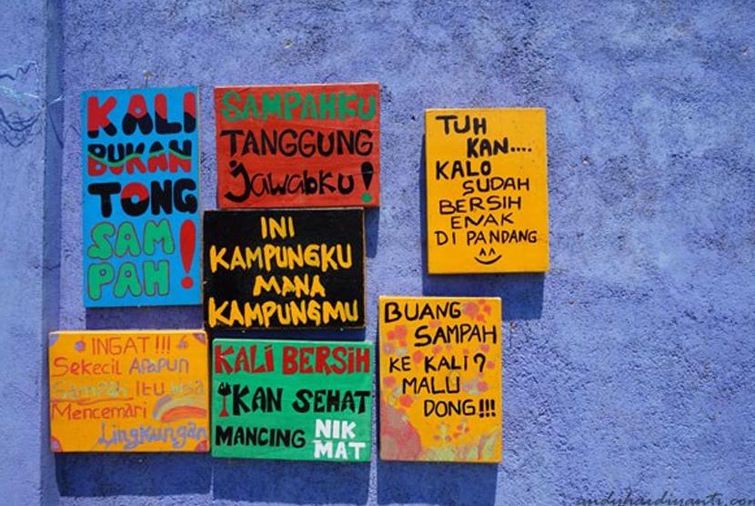 Tulisan di kampung warna warni Lombok.