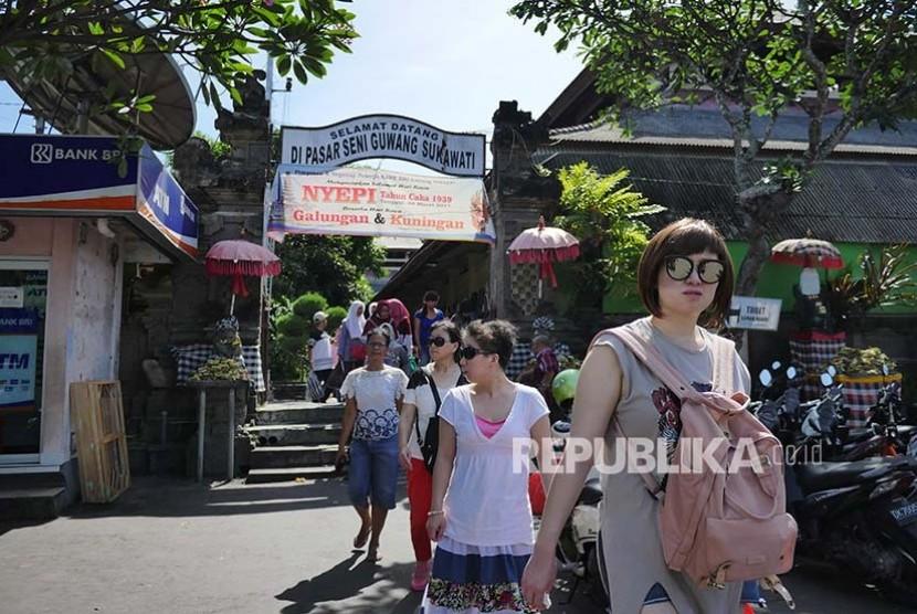 Wisatawan Australia dan Malaysia ke Bali Turun