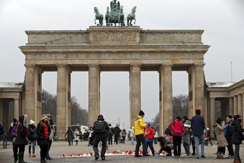 Turis menikmati liburannya di Jerman.