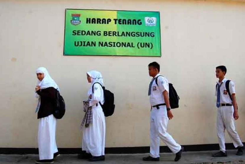 Ujian Nasional tingkat SMA sederajat.  (Ilustrasi)
