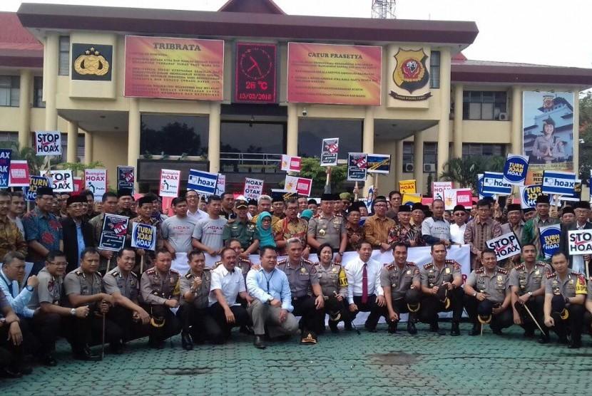 Ulama Hingga Jurnalis Deklarasi Antihoaks di Mapolda Jabar, Selasa (13/3)