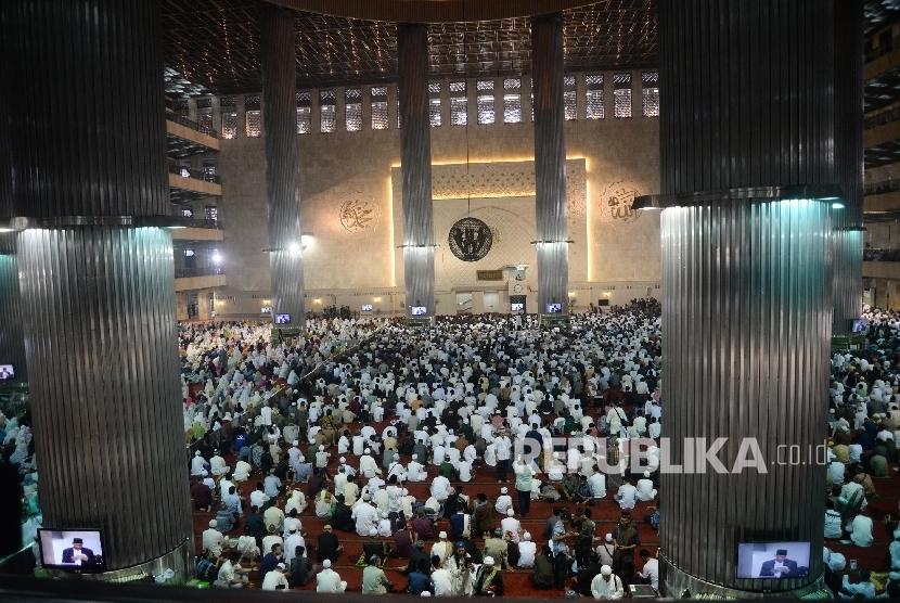 Umat Islam mendengarkan ceramah (ilustrasi)