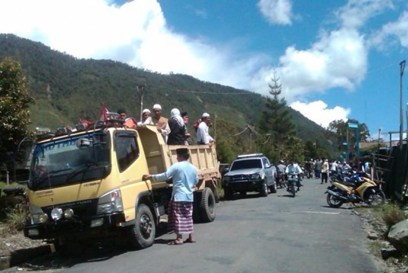 Umat Muslim di Kabupaten Mulia, Papua.