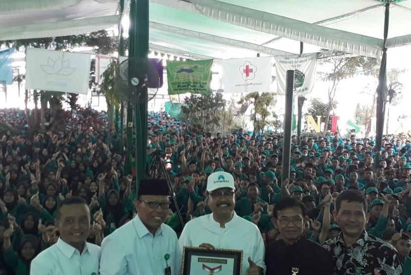 Unisma mendapatkan rekor Muri atas kegiatan penandatangan sikap mempertahankan ideologi Pancasila dan bentuk negara Republik Indonesia (RI) dengan jumlah 12.819 dukungan, Rabu (6/9).