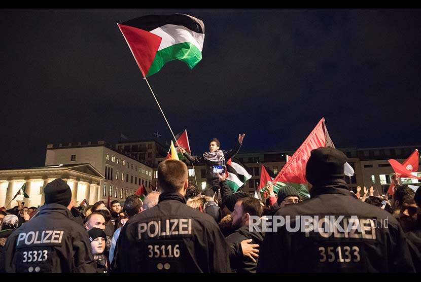 Demonstration against US government decision to recognize Jerusalem as Israel's capital, in Berlin, Germany, Friday (December 8).