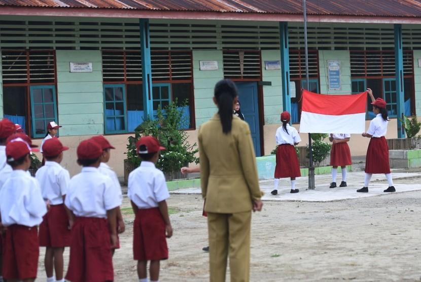 Upacara bendera di sekolah/ilustrasi.