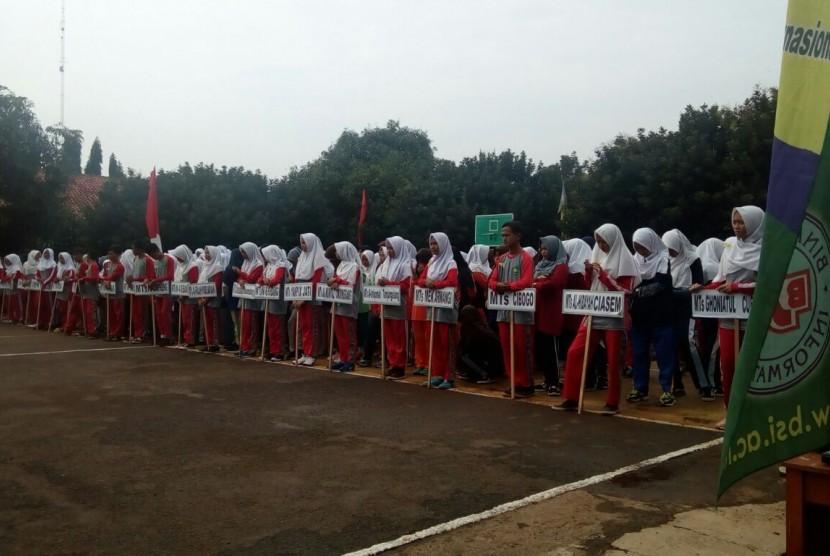 Upacara pembukaan turnamen voli putri se-Kabupaten Subang, Jawa Barat.