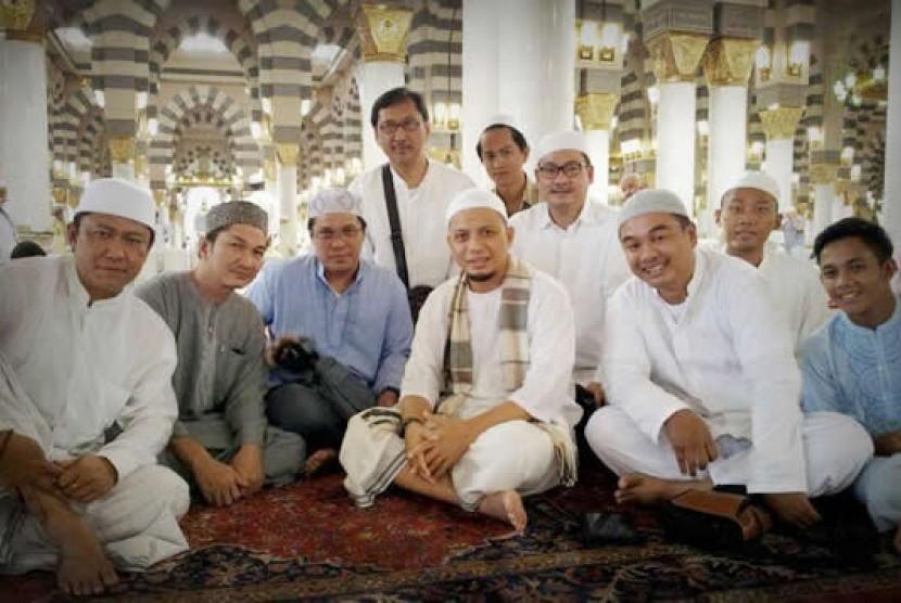 Ust Arifin Ilham bersama para sahabatnya di Masjid Nabawi - Madinah
