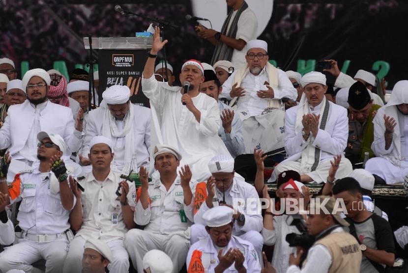 Ustadz Arifin Ilham hadir dalam Aksi Bela Islam 3 di kawasan Monas, Jakarta, Jumat (2/12).