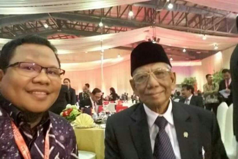 Ustadz Buchory Muslim (kiri) dan KH Hasyim Muzadi.