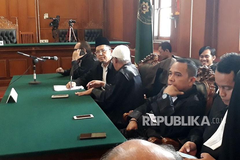 Ustaz Alfian Tanjung divonis dua tahun hukuman pidana dalam sidang putusan di Pengadilan Negeri Surabaya, Rabu (13/12).