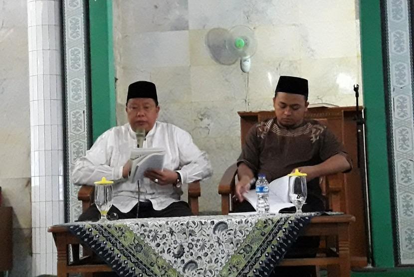 Ustaz Asep Abdul Wadud (kiri).