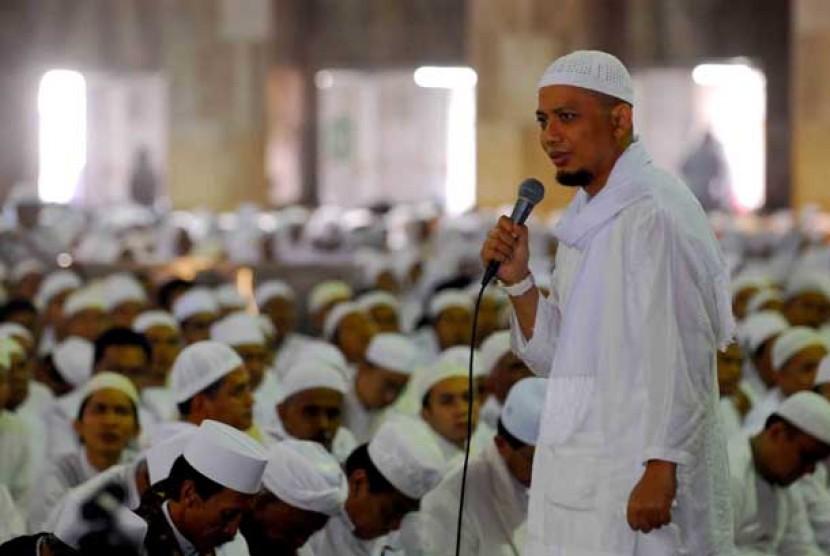 Ustaz Muhammad Arifin Ilham .