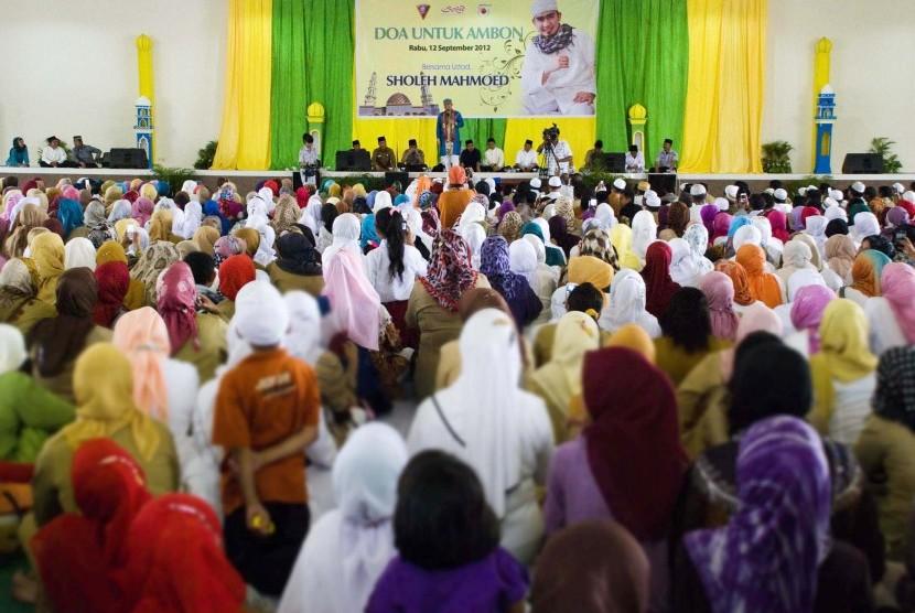 Ustaz Soleh Mahmoed yang dikenal dengan julukan Ustad Solmed memberikan ceramah (ilustrasi).