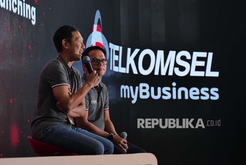 VP Enterprise Mobile Product Marketing Arief Pradetya.