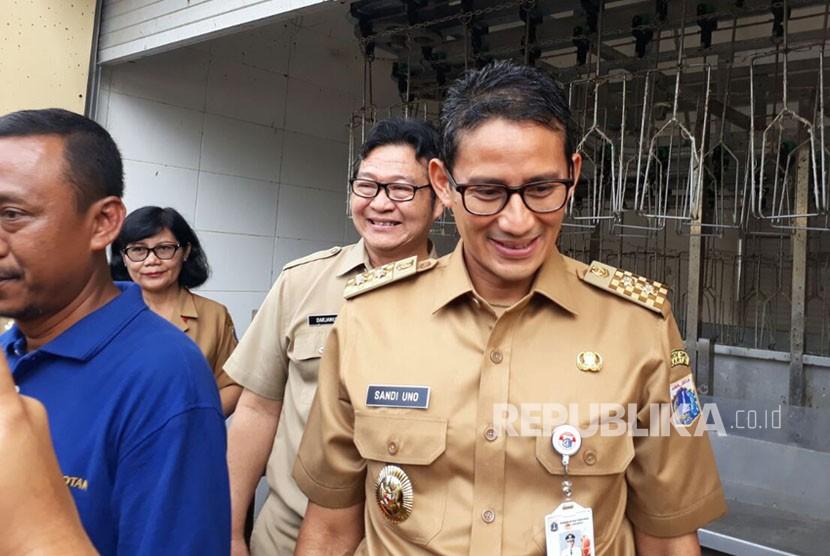 Wakil Gubernur DKI Jakarta Sandiaga Salahuddin Uno meresmikan rumah pemotongan hewan (RPH) di Rorotan, Cilincing, Jakarta Utara, Selasa (6/2).