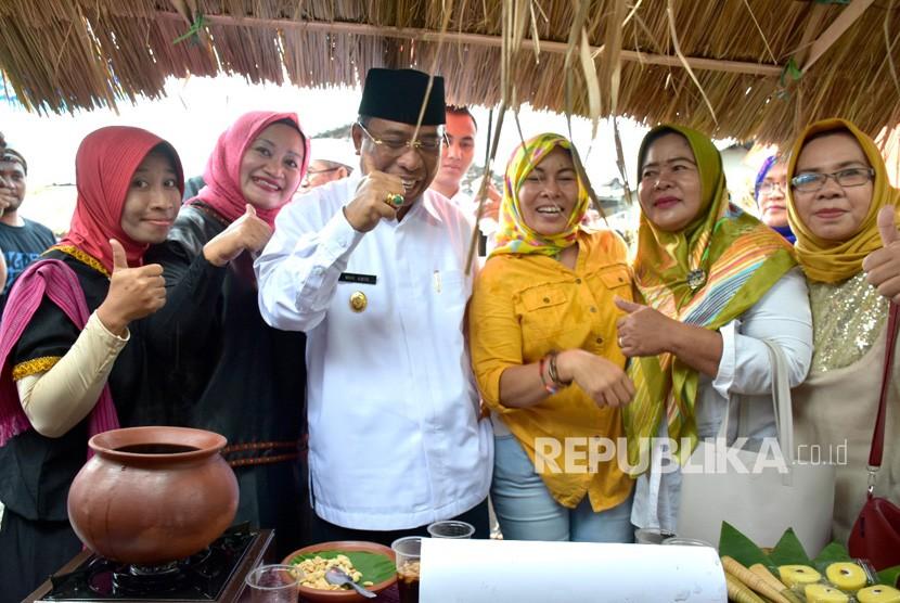Wakil Gubernur NTB Muhammad Amin meresmikan Kampung Wisata Halal Kangkong di Jalan Merpati, Karang Jangkong Cakranegara, Mataram, NTB, Rabu (10/1).