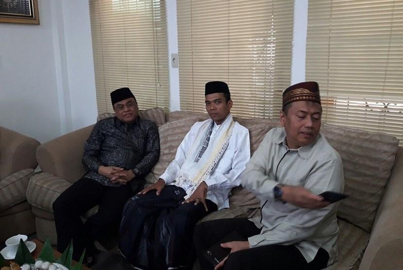 Wakil Kapolri Komisaris Jenderal Polisi Syafruddin (kiri) dan Ustaz Abdul Somad (tengah).