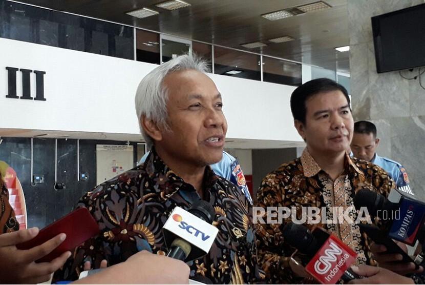 Wakil Ketua DPR, Agus Hermanto saat diwawancarai media di Komplek Parlemen, Senayan, Jakarta, Jumat (2/2).