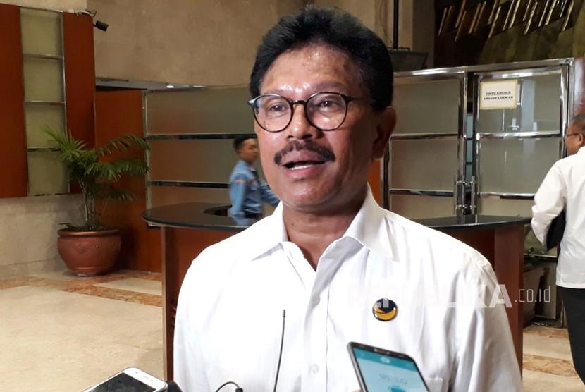 Wakil Ketua Fraksi Partai Nasdem Johny G Plate saat diwawancarai wartawan di Kompleks Parlemen, Senayan, Jakarta pada Rabu (22/11).