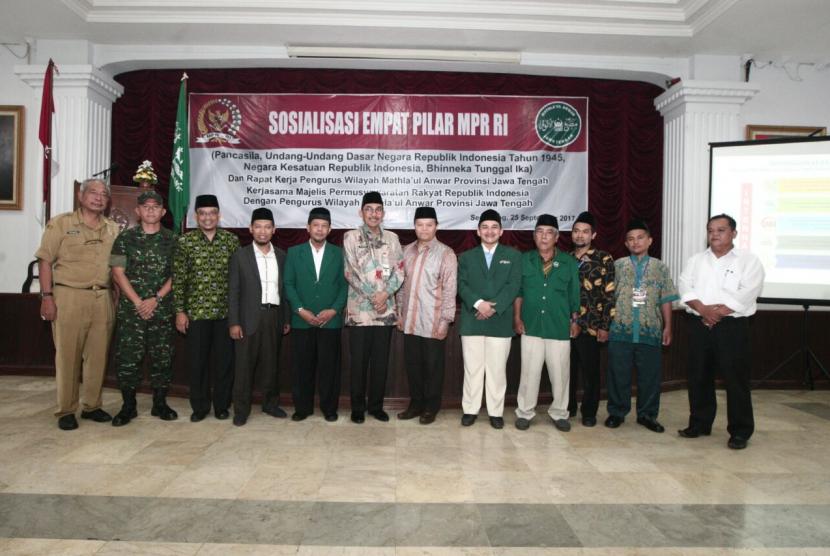 Wakil Ketua Majelis Permusyawaratan Rakyat Republik Indonesia (MPR RI) Hidayat Nur Wahid saat Sosialisasi Empat Pilar MPR dikalangan anggota dan pengurus Mathla'ul Anwar se-Jawa Tengah.