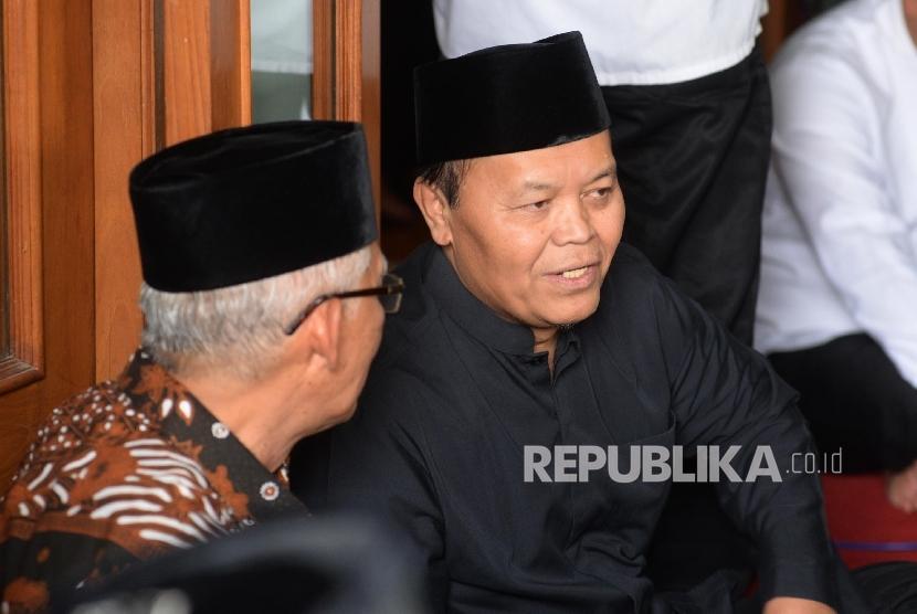 Wakil Ketua MPR Hidayat Nur Wahid hadir dalam pemakaman Almarhum KH. Hasyim Muzadi di komplek Pondok Pesantren Al-Hikam, Depok, Jabar.
