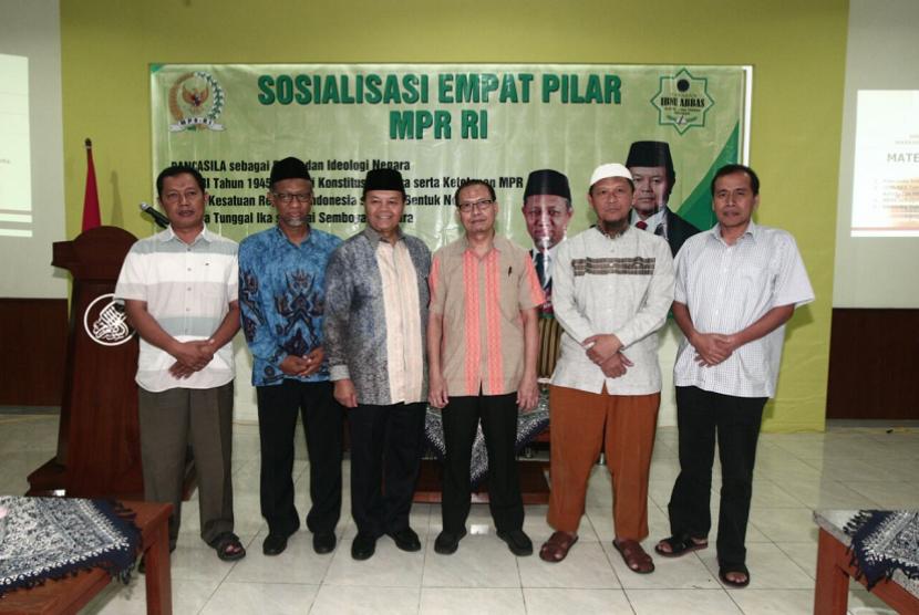 Wakil Ketua MPR Hidayat Nur Wahid saat Sosialisasi Empat Pilar MPR RI kerjasama MPR dengan PPTQ Ibnu Abbas, Klaten, Jawa Tengah.