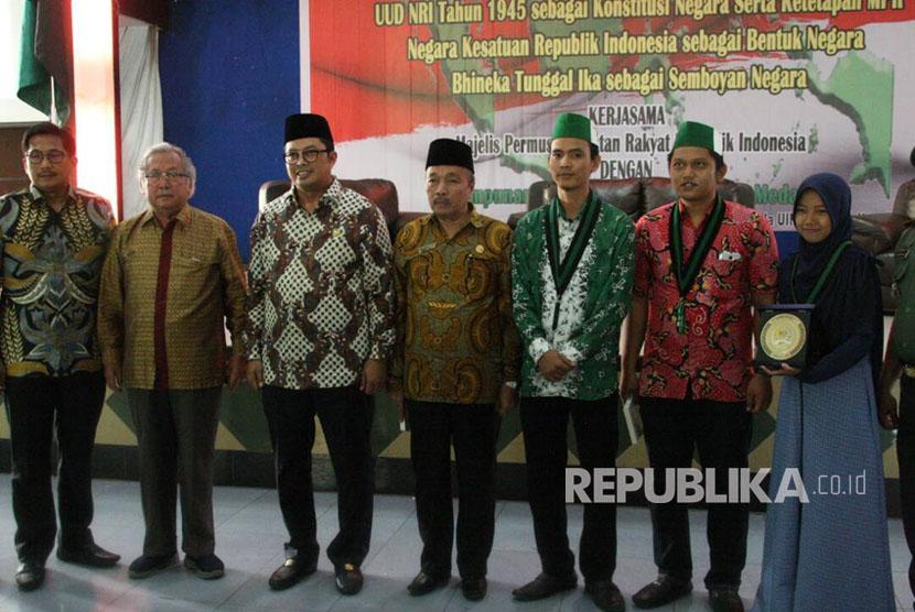 Wakil Ketua MPR Mahyudin saat menyampaikan Sosialisasi Empat Pilar MPR di Aula Universitas Islam Negeri Islam Sumatera Utara (UINSU), Kota Medan, Sumatera Utara, Jumat (21/4).