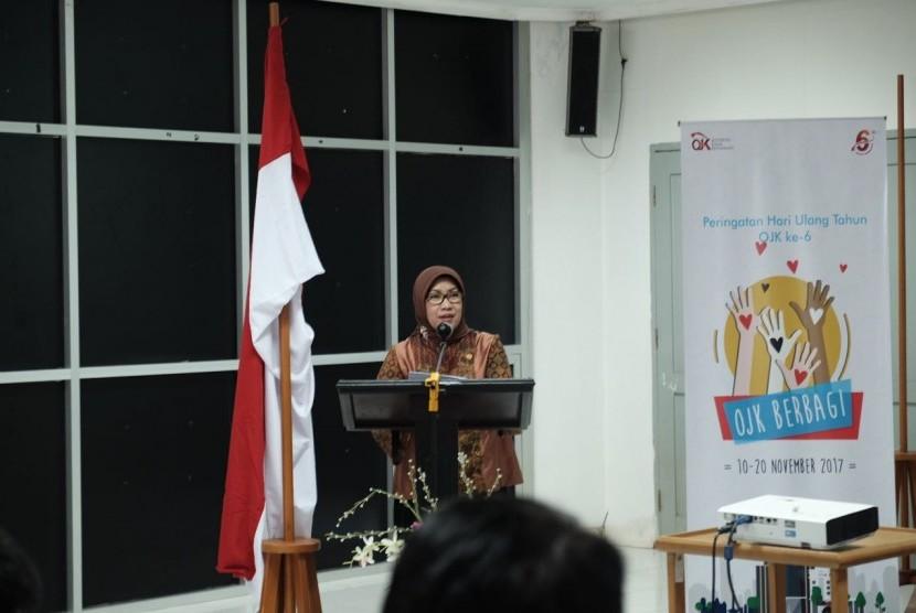 Wakil Ketua OJK, Nurhaida, hadir dalam gelaran 'OJK Mengajar' di Universitas Andalas, Padang, Sumatra Barat. Sosialisasi financial technology (fintech), menjadi salah satu poin penting yang disampaikan kepada mahasiswa.