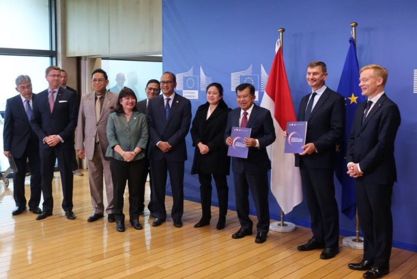 Vice President Jusuf Kalla and Coordinating Minister for Human Development and Culture (Menko PMK) Puan Maharani were present in Brussels, Belgium, to open the Europalia Cultural Art Festival.