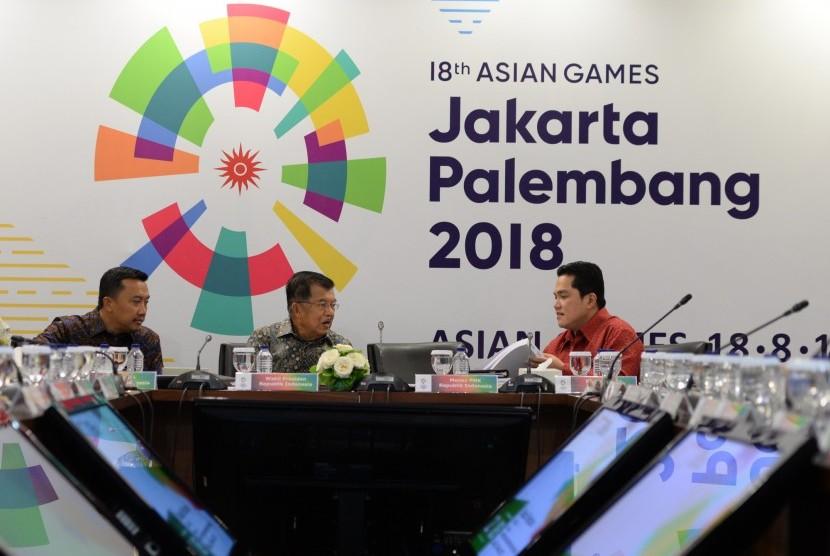 Wakil Presiden Jusuf Kalla (tengah) bersama Menpora Imam Nahrawi dan Ketua KOI Erick Thohir bersiap rapat Asian Games bersama INASGOC di Jakarta, beberapa waktu lalu.