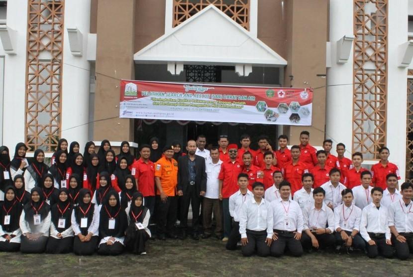 Wakil Rektor III UIN Ar-Raniry Prof Syamsul Rijal membuka pelatihan SAR.