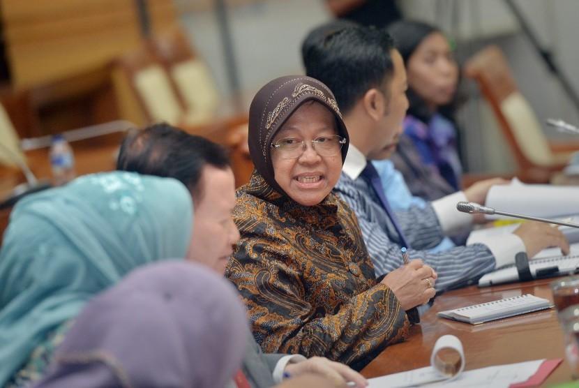 Wali Kota Surabaya Tri Rismaharini (tengah) bersama jajaran Pemkot Surabaya.