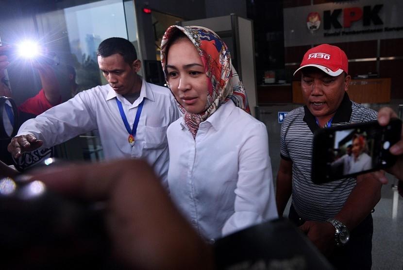 Usai Diperiksa KPK Lebih dari 8 Jam, Wali Kota Airin Bungkam