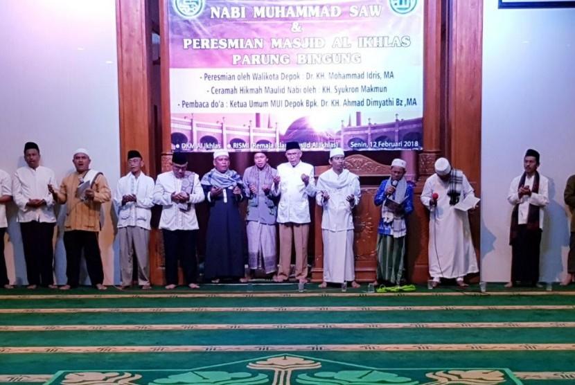 Walikota Depok Idris Abdul Somad meresmikan Masjid Al Ikhlas Parungbingung, Depok, Senin (12/2).