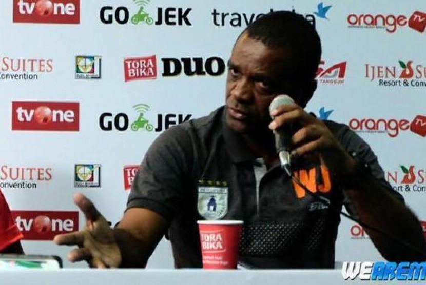 Arema FC Incar Bekas Arsitek Persipura Jayapura