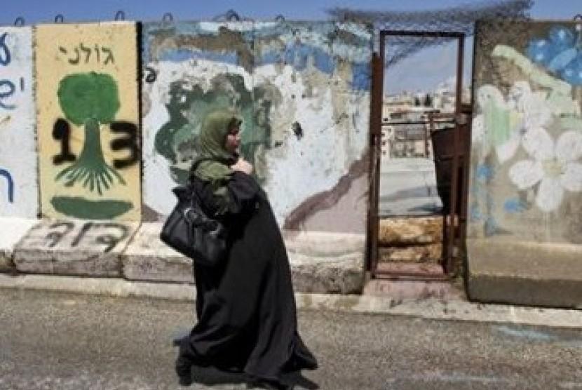 Ini Kisah Wanita Gaza Cari Nafkah Jadi Pandai Besi